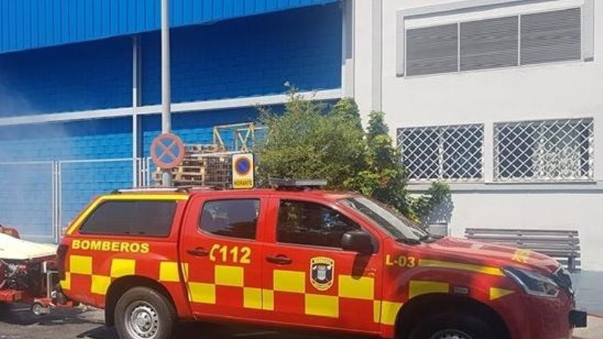 Tres intoxicados por inhalación de humo en el incendio de una vivienda en Benalmádena