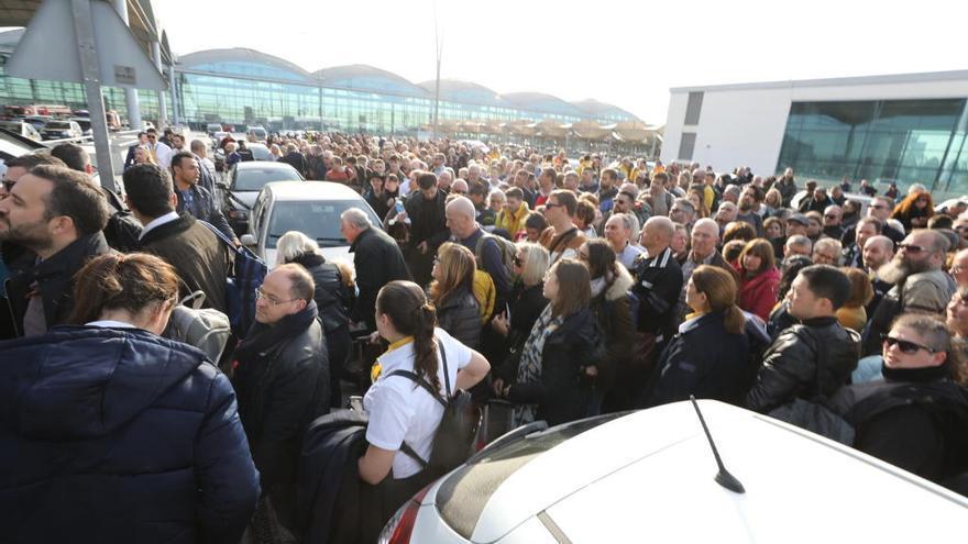 Corvera continúa recibiendo vuelos desviados del aeropuerto de Alicante
