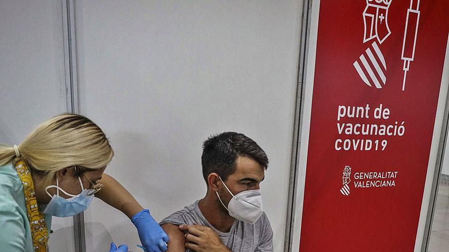 Los médicos urgen rastreadores ante la demora de cinco días en localizar contactos del contagiado