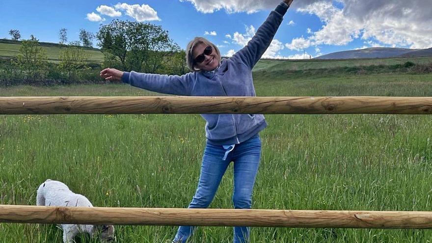 Julia Otero da largos paseos contra el cáncer