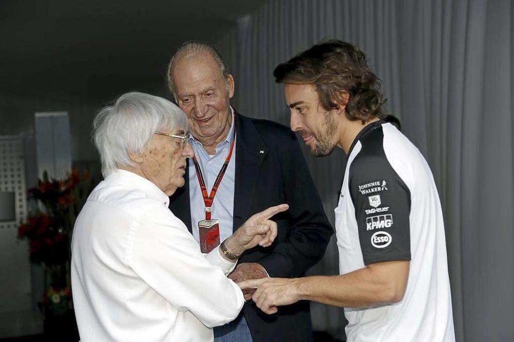 Bernie Ecclestone, con el Rey emérito Juan Carlos y con Fernando Alonso.