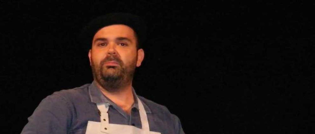 Rubén Cristóbal Caso, durante la obra representada en Candás.