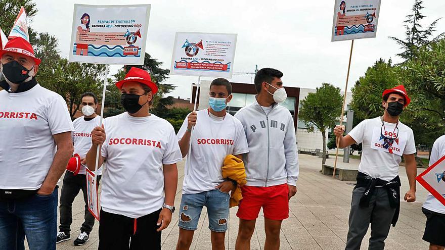 Los socorristas reclaman más formación y personal en las playas del concejo