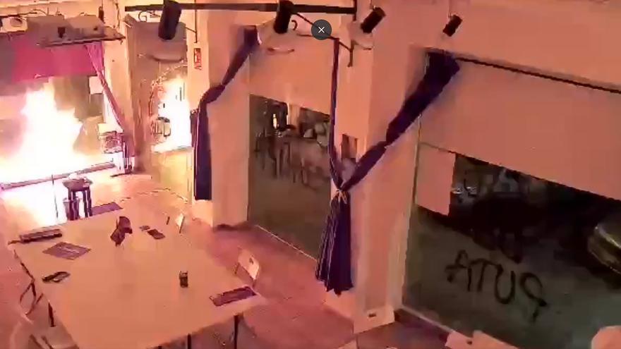 Atacan con un cóctel molotov la sede de Podemos en Cartagena