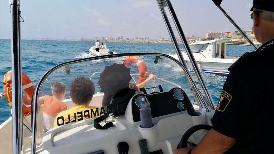 Los servicios marítimos rescatan a una niña de 11 años accidentada en un barco en El Campello