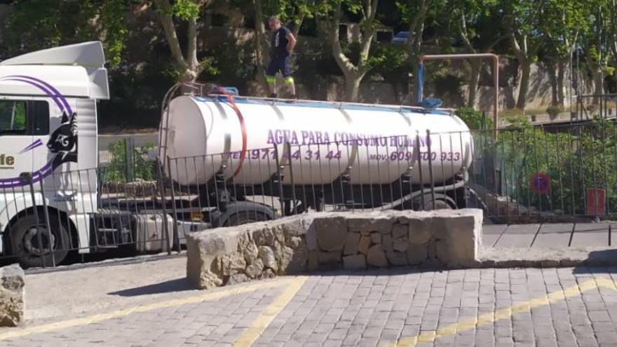 Trockenheit auf Mallorca: Tankwagen bringen Wasser nach Deià