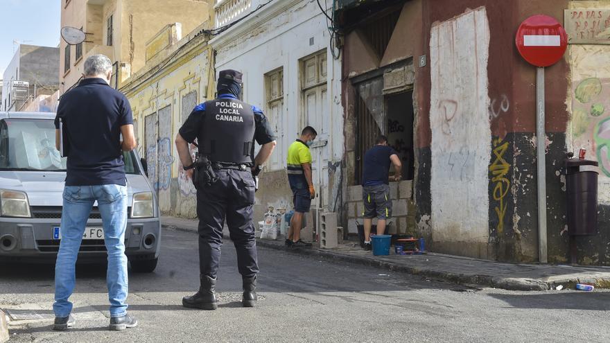 Intervenciones policiales en las calles Andamana y Sansofé en La Isleta para erradicar puntos de venta de droga (26/08/2021)