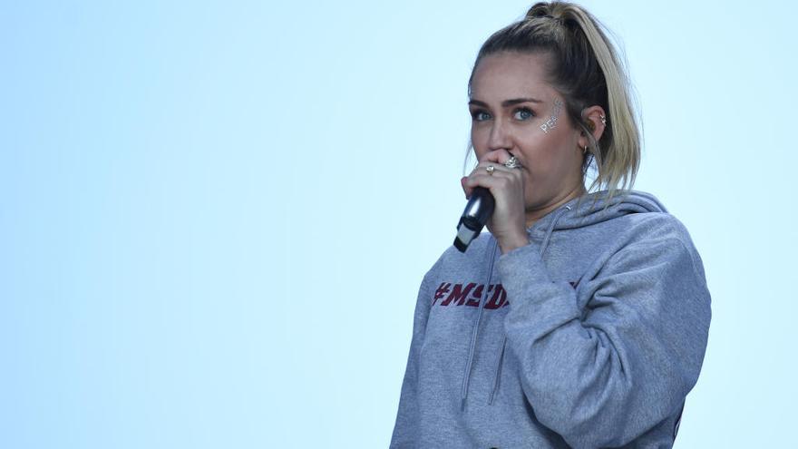 La provocativa sesión de fotos de Miley Cyrus para celebrar la Pascua
