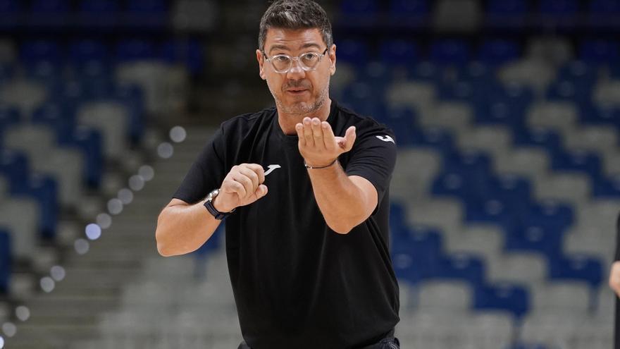 """Katsikaris: """"Esperamos la mejor versión en actitud y físico del Tenerife tras su derrota"""""""