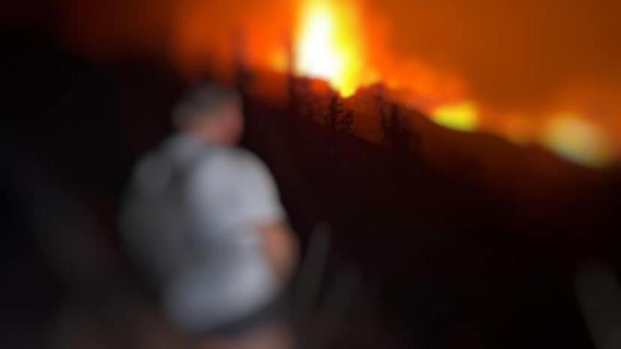 Burlan los controles de seguridad del volcán y presumen de ello en las redes sociales