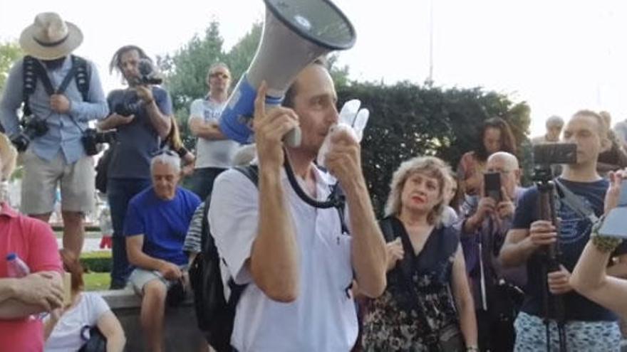 Reaparece en Madrid el médico de Formentera suspendido por negar la pandemia del coronavirus