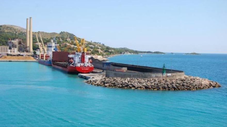 Umweltschützer wollen Zement-Silo im Hafen von Alcúdia verhindern