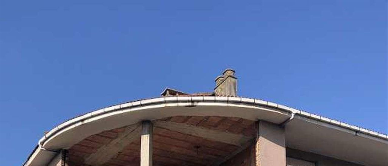 Edificio parado de la calle Celso Amieva que va a ser rehabilitado.