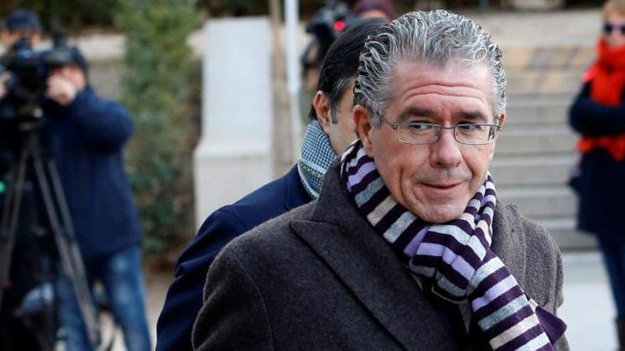 Condenan a dos años de cárcel a Granados por el chivatazo de la Púnica