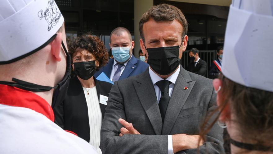 VÍDEO | Bufetegen al president de França, Emmanuel Macron, en un acte públic