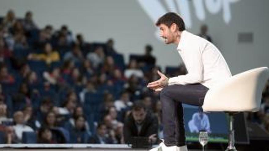 """La entrañable anécdota que Melendi contó """"borracho"""" en su último concierto en Madrid"""