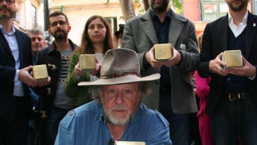 Gunter Demnig verlegt Stolpersteine auf Mallorca