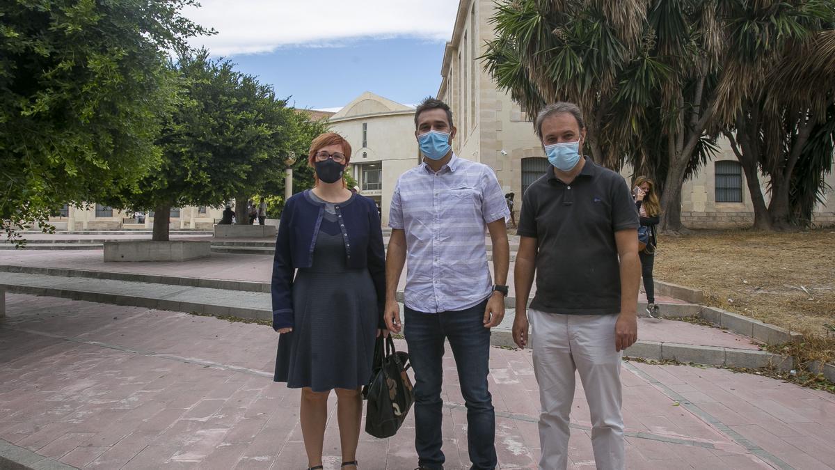 Àgueda Micó, Gerard Fullana y Natxo Bellido en el juzgado.