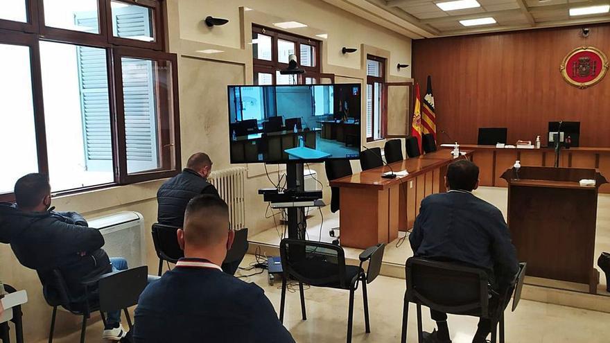 Absuelven a un gestor de falsear papeles de coches y motos acuáticas robadas en Mallorca