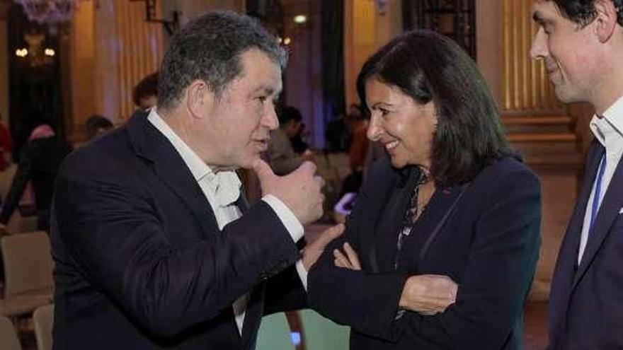 """Lores ofrece a la alcaldesa de París la """"sabiduría"""" gallega para recuperar la catedral de Notre Dame"""
