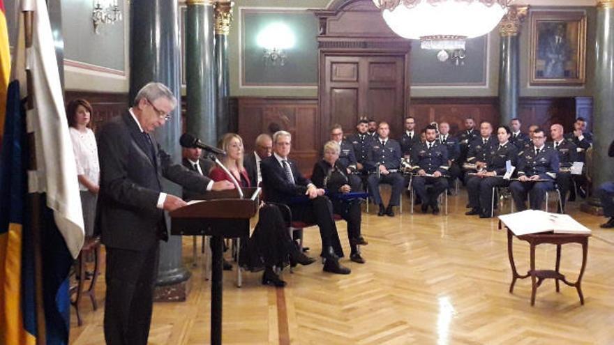 León defiende mejorar y reforzar la Carta Magna para adaptarla a la actualidad