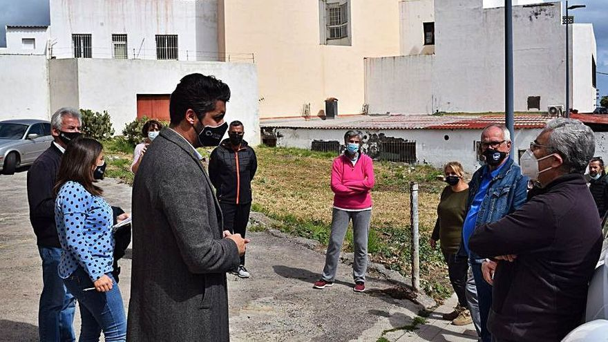 Luis Yeray se compromete a hacer mejoras en el entorno de la calle Sor Ángela de Jesús