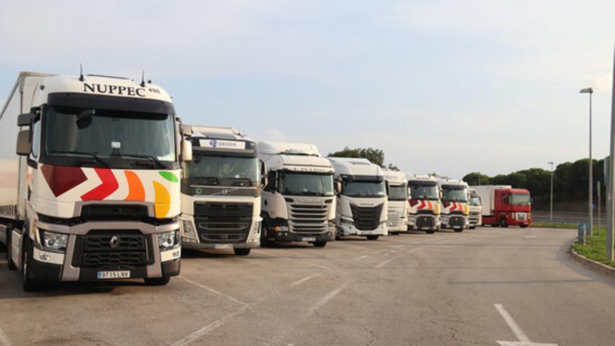 Les àrees de servei de l'AP-7 a Girona s'omplen de camions per les restriccions de circulació