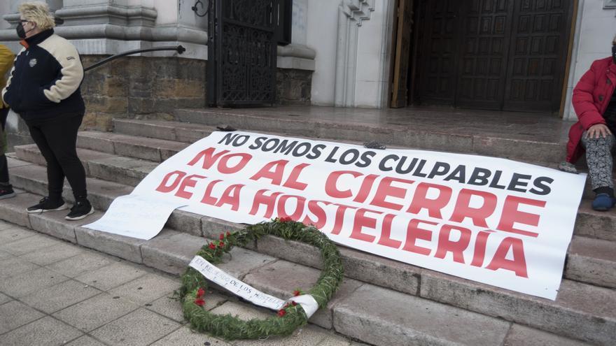 Multitudinaria marcha en apoyo de las encerradas en Mieres