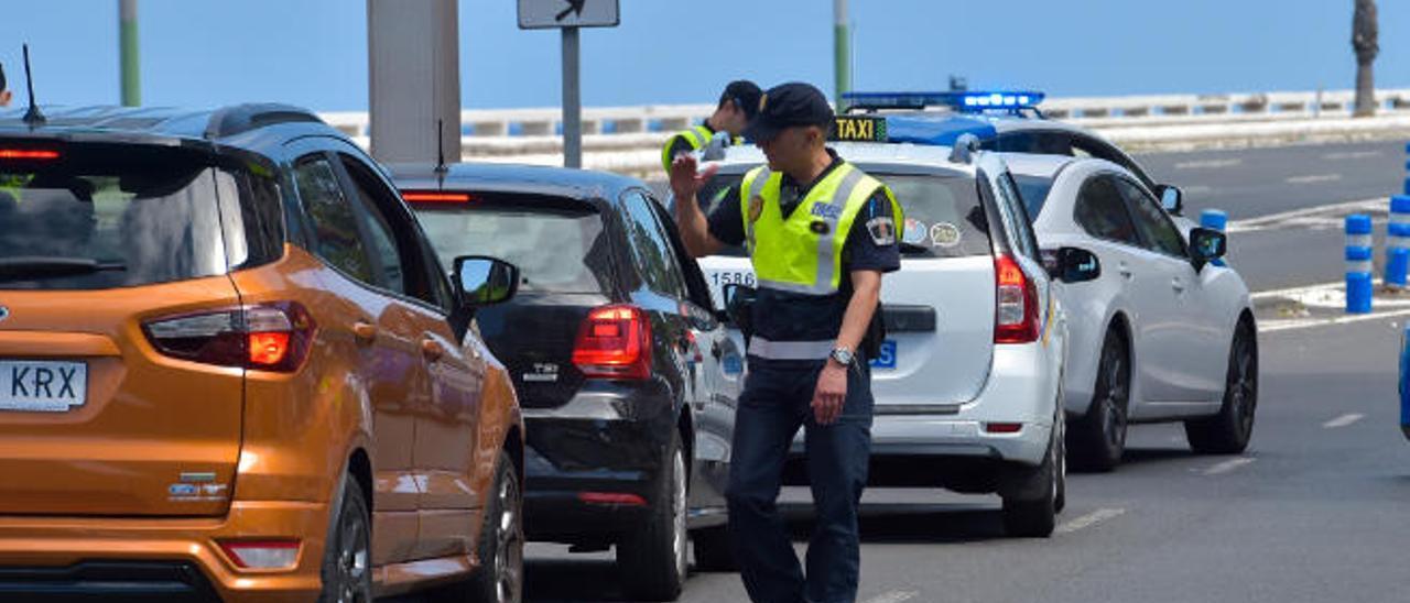 Control policial en la avenida Alcalde Ramírez Bethencourt, a la altura de Juan XXIII.