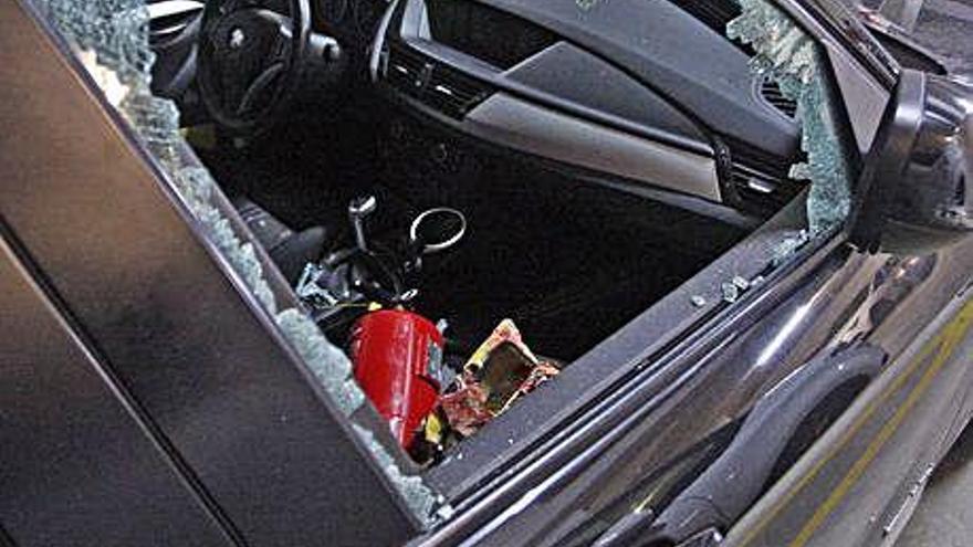 Destrossen i roben en vehicles d'un aparcament al barri de Sant Pau de Girona