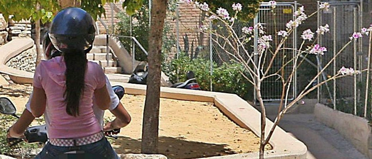 Herido grave al ser apuñalado por dar un balonazo a un niño en Alicante