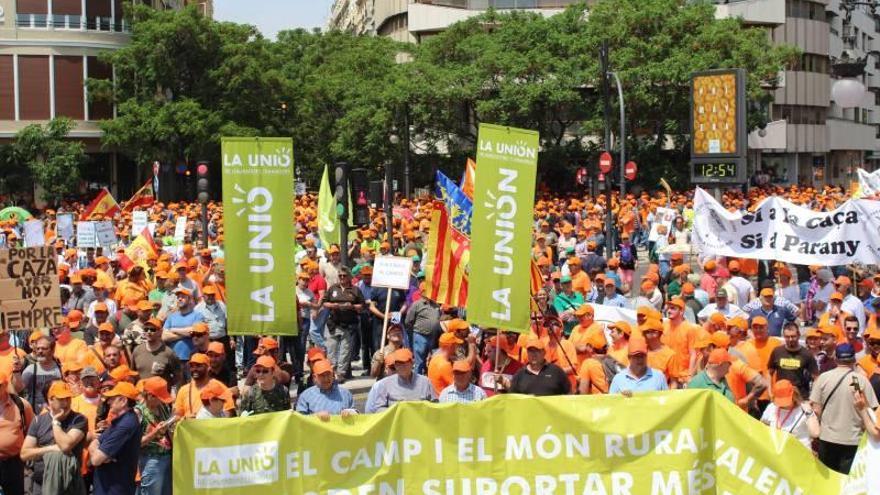 Castellón se suma a la gran marea naranja en contra del «ninguneo político» al campo