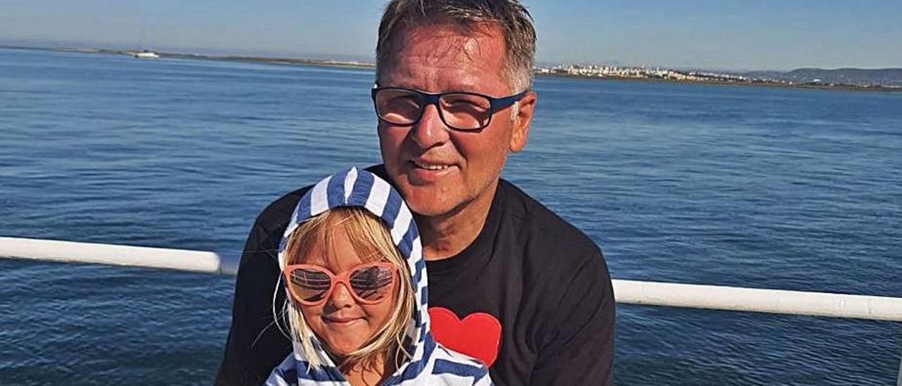 Luhovy, en una foto reciente tomada con su hija Sasha. | M. L.