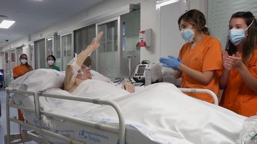 Trasladan a planta al paciente de Covid-19 con más tiempo en UCI