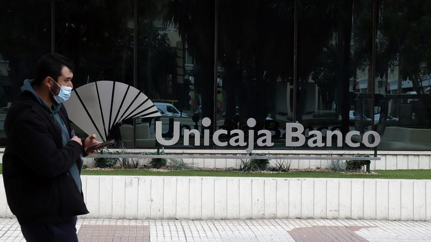 Unicaja Banco celebra la primera reunión con los sindicatos pero sin dar cifras del ajuste de plantilla