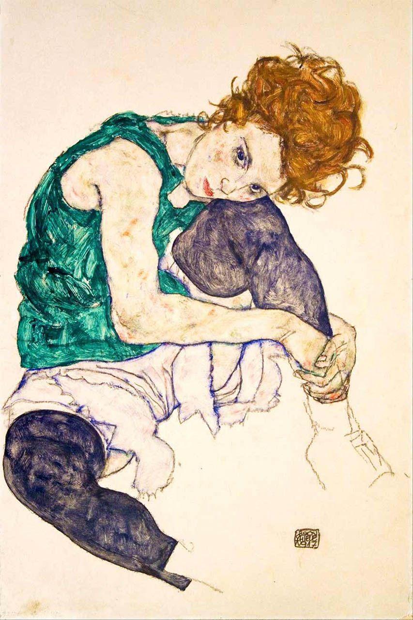 Muller sentada coa perna dobrada