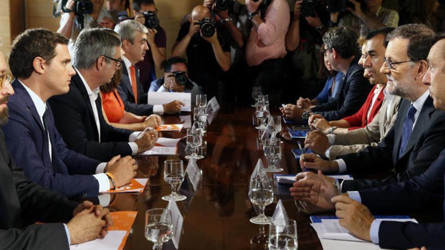 Rivera retirará su apoyo a Rajoy si Barberá no dimite