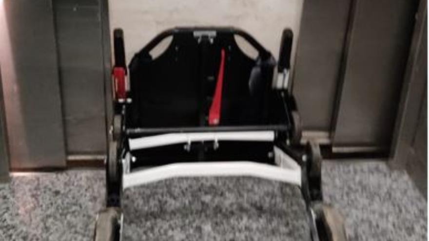 Un fallo en un ascensor del General parte la camilla que trasladaba una celadora