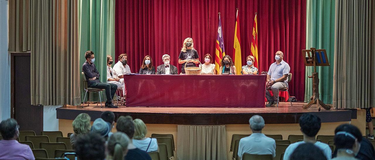 Presentación del jurado y los pianistas del concurso el pasado 31 de agosto en Sant Carles.   ZOWY VOETEN