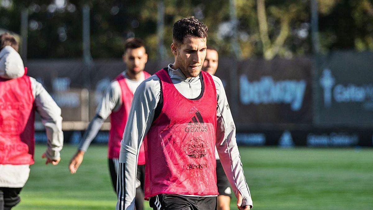 Hugo Mallo, durante el entrenamiento matinal del pasado miércoles en A Madroa. // RC Celta.