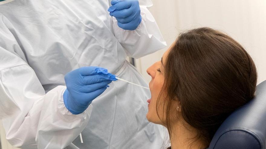 Un 4,81% de las PCR en Canarias han sido positivas en la última semana