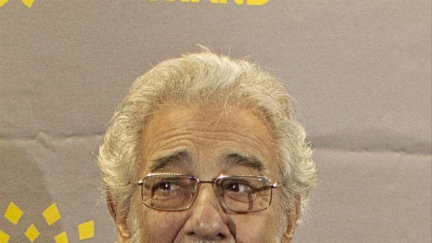 Plácido Domingo recibe el alta hospitalaria tras su ingreso por Covid-19
