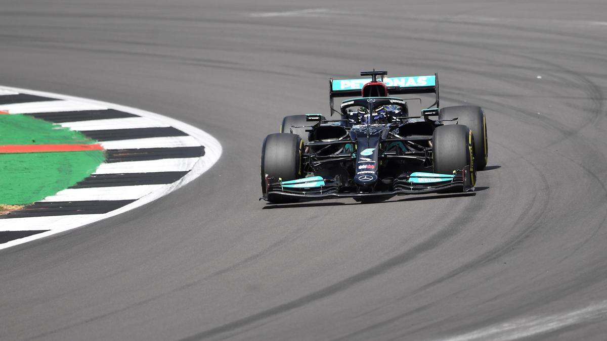 El piloto inglés Lewis Hamilton