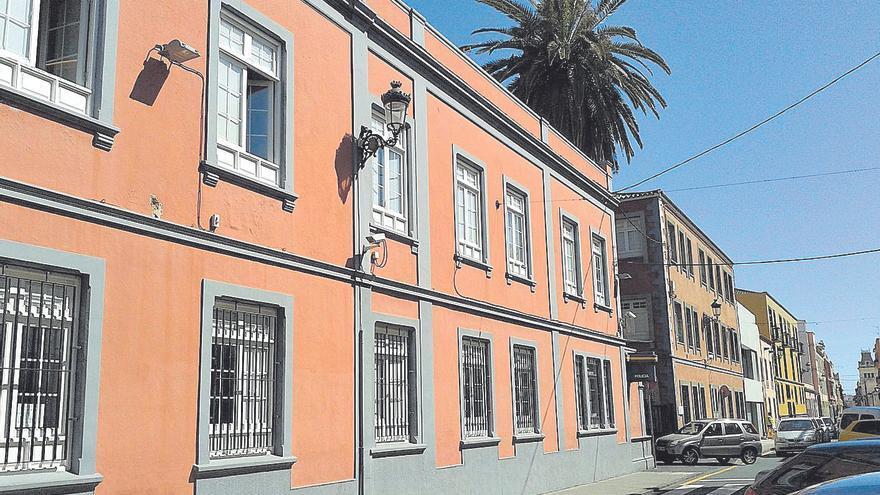 Detenidos por hurtar 15.000 euros a una mujer de 99 años en La Laguna