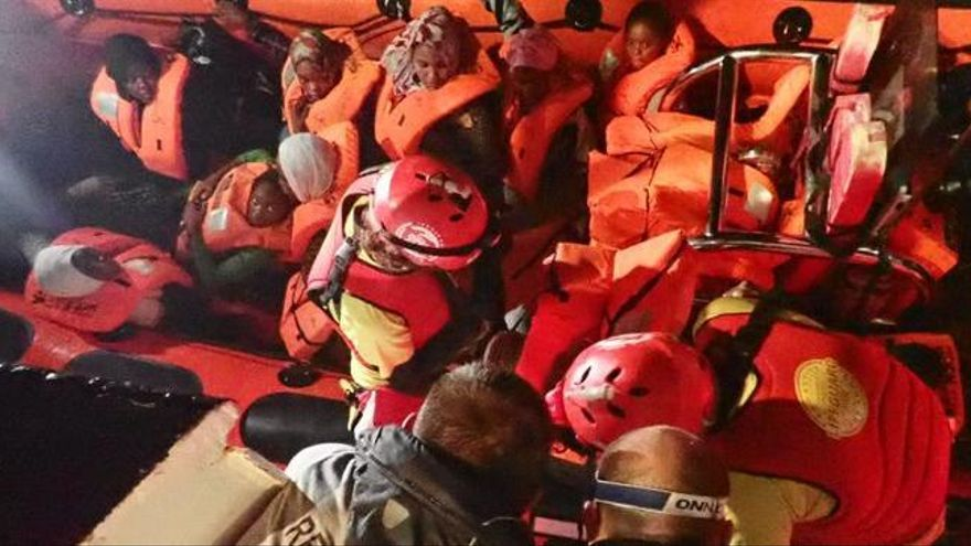 València s'ofereix per acollir l'Open Arms, amb 121 immigrants a bord