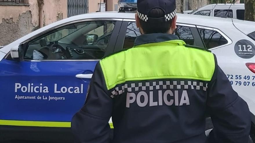La Policia Local de la Jonquera detè un conductor francès sense carnet fent imprudències