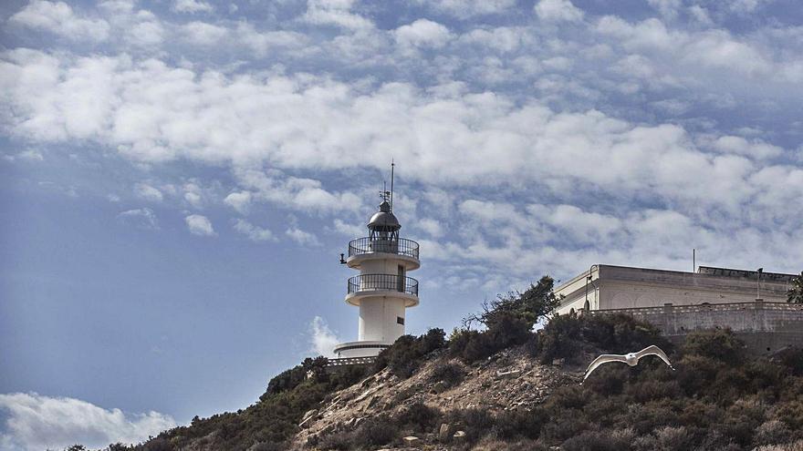 «Salvem el Far» inicia la batalla judicial contra la instalación de un restaurante en el faro del Cabo