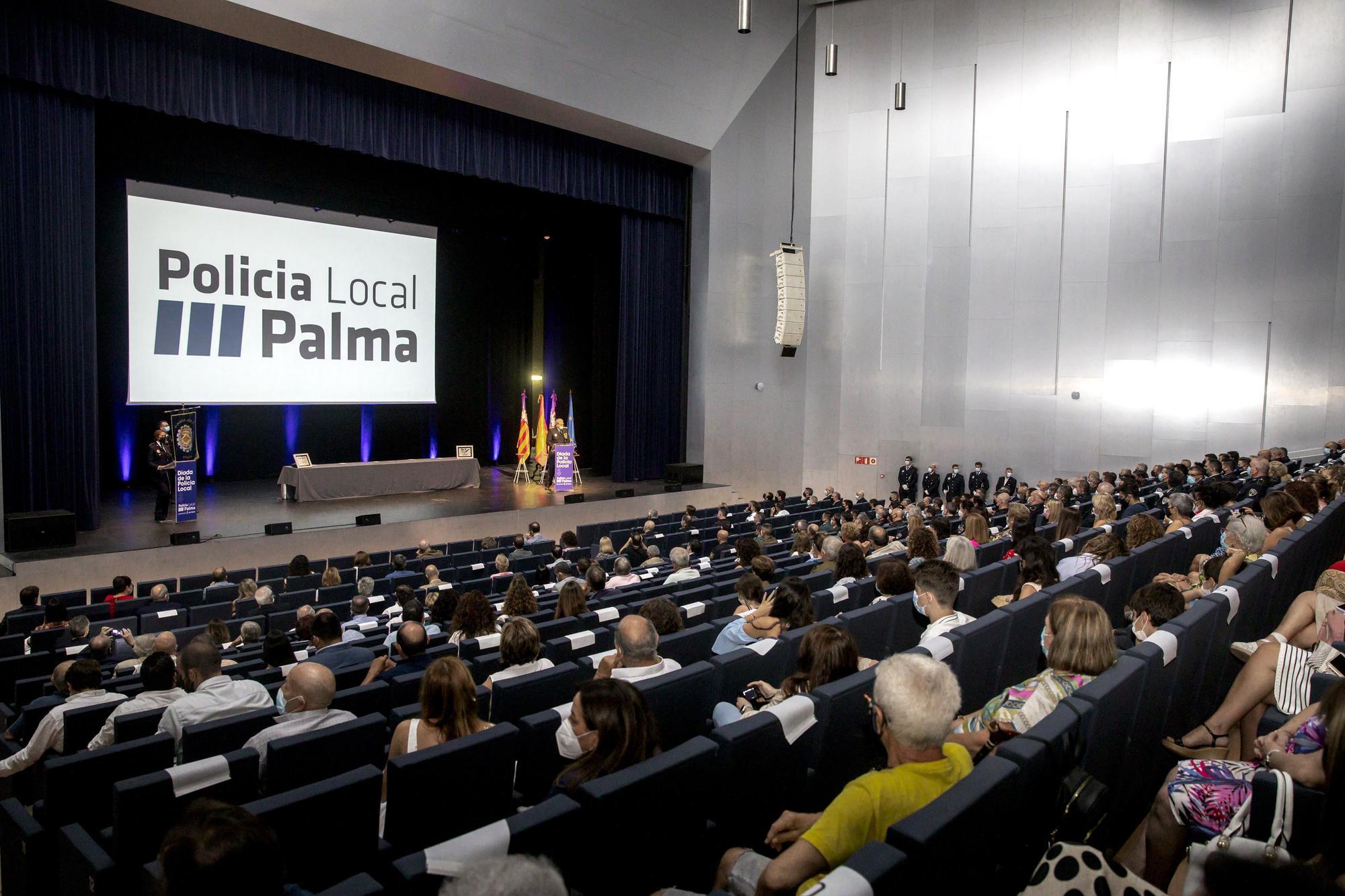La Policía Local de Palma rinde homenaje al esfuerzo realizado por sus agentes durante la pandemia
