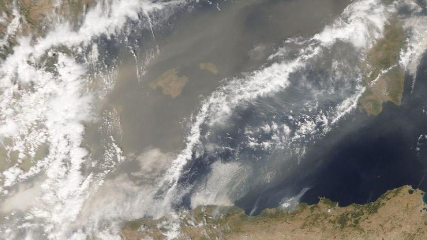 Así es la nube de polvo en suspensión que hay sobre Ibiza