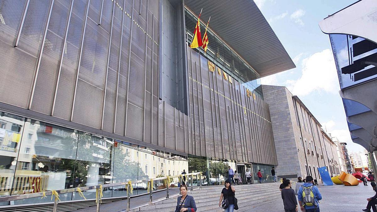 La seu de la Generalitat a Girona, un dels ens que més ocupats té al sector serveis
